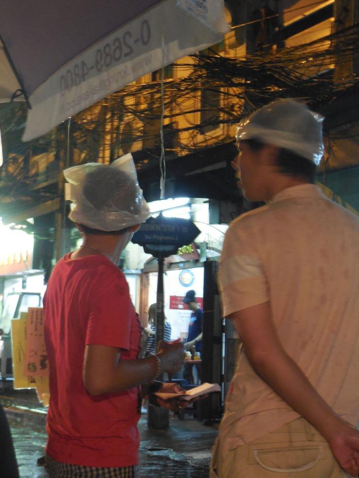 Quick and easy rain hats, Chinatown style! Bangkok